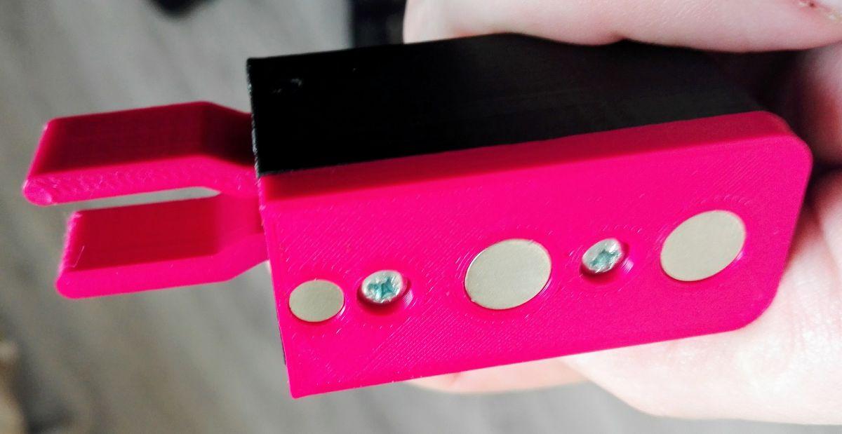 Miniaturní magnetická pastička s magnetickou základnou